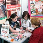 Выпускницы Школы Людмила Верба и Таисия Литвинова на выставке «EEM/Евроэкспомебель»