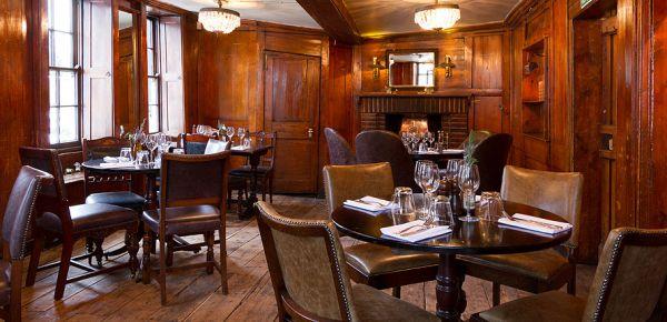 Интерьер паба The Spaniard's Inn