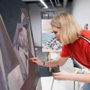 В IDS завершился курс по крупноформатной акриловой живописи