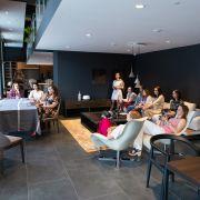 Выездные занятия продолжаются: студенты летнего интенсива посетили салон Макслевел!