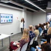 Современное искусство в интерьере: быть или не быть? В IDS прошла лекция галериста Полины Аскери!